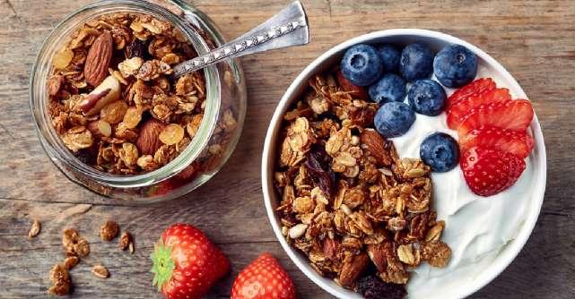 3 retete de granola delicioasa, perfecta in combinatie cu iaurt, budinca de chia sau fructe proaspete