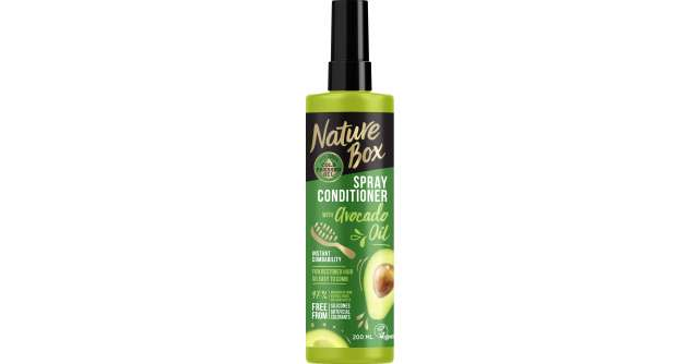 Părul lung, mai ușor de aranjat ca niciodată, cu ajutorul balsamului din uleiuri naturale Nature Box