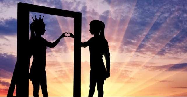 Astrologie: Ce vezi cand te uiti in oglinda in functie de zodia ta