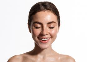 Protejeaza-ti pielea de razele soarelui: 3 creme cu SPF pentru orice tip de ten