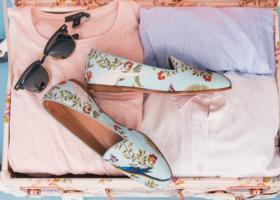 Piese de bază pentru o garderobă-capsulă de vară de luat în bagaj