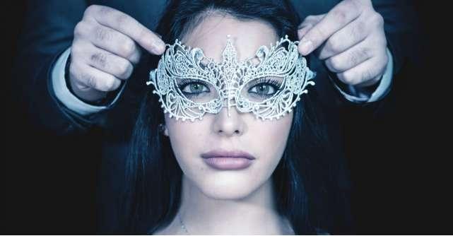 Parerea psihologului: De ce purtam 'masca perfectiunii' pe Facebook?