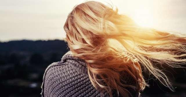 7 semne care arată că îți cade mai mult păr decât este normal