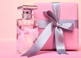 Nu știi ce cadou să dăruiești? Cu aceste seturi de parfumuri nu poți da greș!