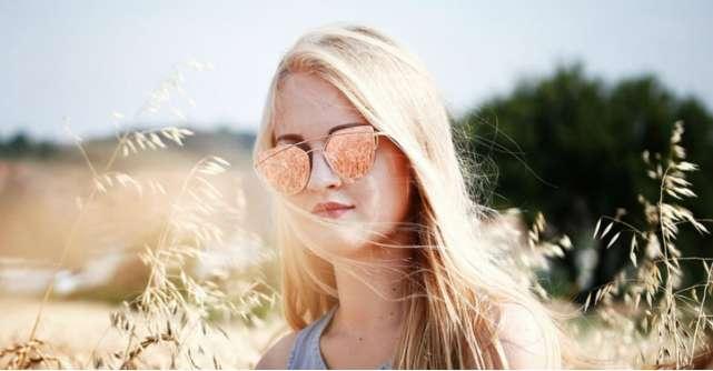 Cele mai tari modele de ochelari de soare cu efect de oglindă ca să ascunzi cearcănele din zile grele