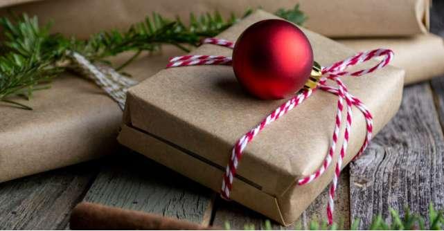 10 secrete: Cum economisesti bani când cumperi cadouri de Crăciun?