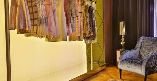 DRESSBOX le asigura femeilor cele mai elegante tinute, de la case renumite de moda, la cele mai accesibile costuri