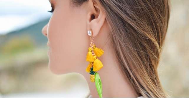 Cercei cu model deosebit: poartă aceste bijuterii ca să ieși în evidență