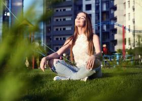 27 de obiceiuri zilnice mici care te vor ajuta să fii o persoană mult mai pozitivă și fericită