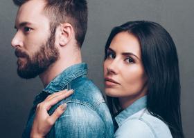 Povesti despre sex: Barbatul intretinut de mama, iubita si amanta