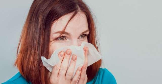Diferențele între simptomele COVID-19 și alergiile de primăvară