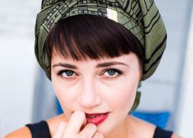 Povestea turbanului în modă începe în Orient și continuă la Hollywood