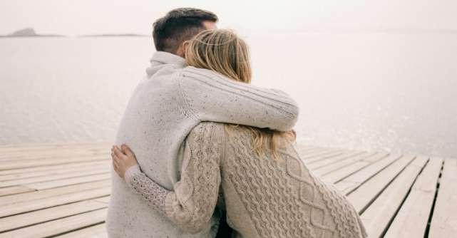 Simti ca il iubesti, dar nu mai esti indragostita de partener. Ce faci?