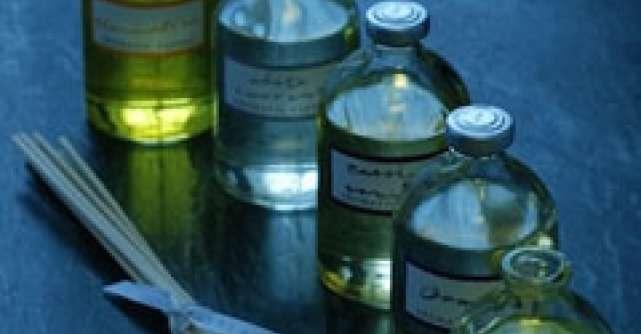 Sfaturi practice: cum sa folosesti uleiurile esentiale pentru a curata locuinta