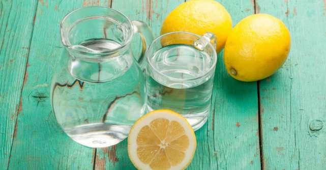 Apa cu lămâie are proprietăţi miraculoase. Nouă afecţiuni pe care le previne