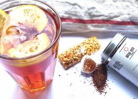 Cum să faci un ceai rece ice tea cu gust de cocktail tropical Piña Colada