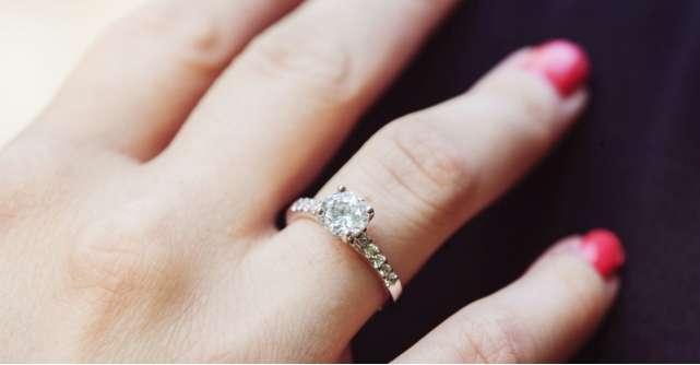 7 inele de argint cu design prețios și aspect delicat