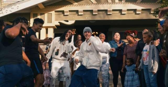 Justin Bieber lanseaza Intentions, un videoclip realizat in parteneriat cu organizatia nonprofit Alexandria House