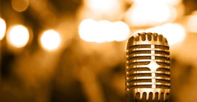 Un cantaret faimos, cu ochii in lacrimi dupa ce a fost HRANIT CU FORTA