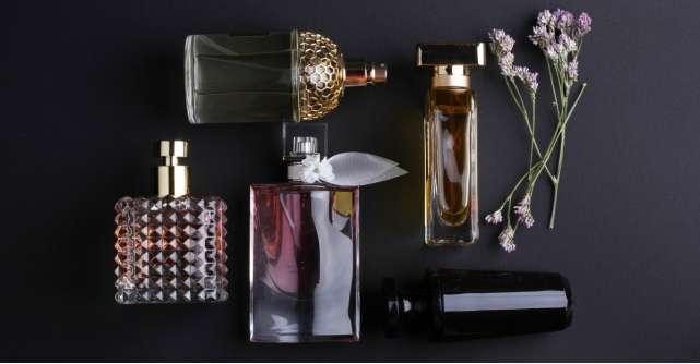 Cu ce parfum scrii istorie azi?