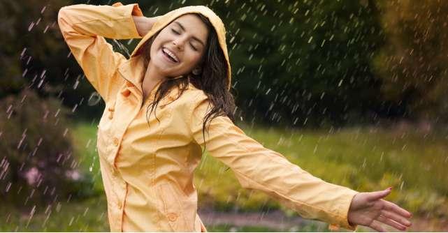 Nu lasa ploaia sa iti strice fericirea! Intampin-o cu super gecile de ploaie!