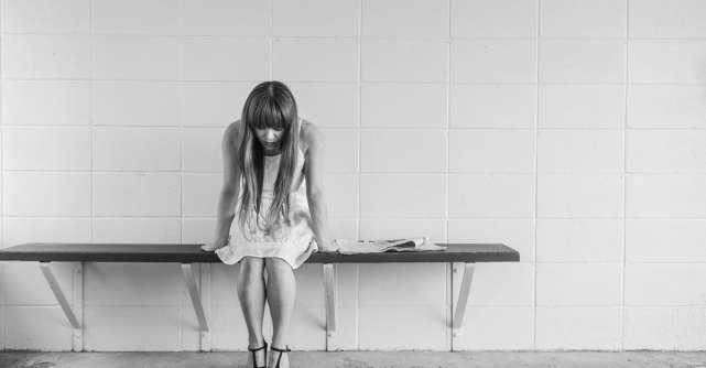 Consumul compulsiv este o evadare din tristețe - explică Erich Fromm în cartea Din dragoste de viață