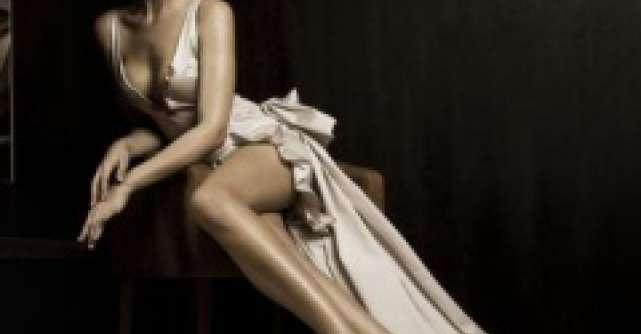 Rochia din satin: 4 reguli de purtare