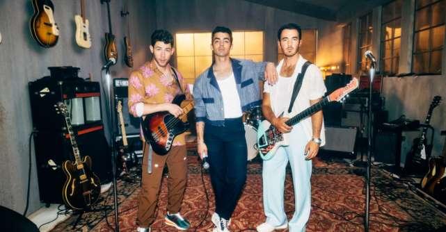 Jonas Brothers lanseaza single-ul Who's In Your Head