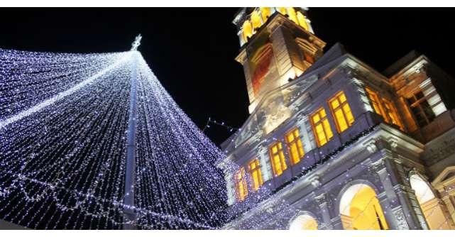 Foto: Acest oras din Romania are cele mai frumoase decoratiuni din Europa. Un milion de beculete au fost aprinse de Craciun