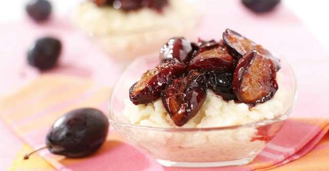 Mâncare de prune uscate cu orez. Este pur şi simplu delicioasă