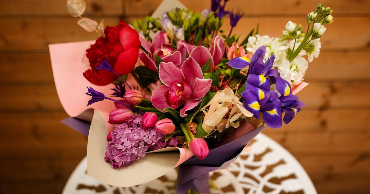 Poza 4 din 6 baiatul cu flori