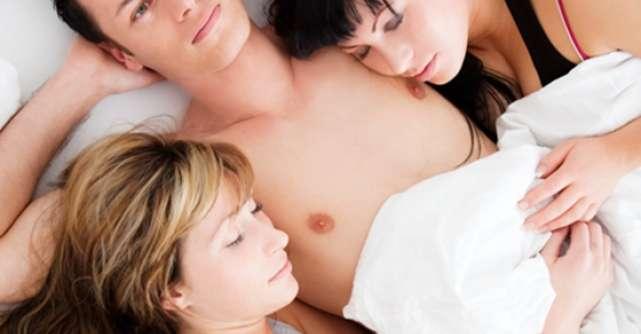 Jurnal de sex: Sexul se face si in trei. Dragostea nu.