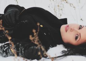 Paltoane de lână groase și călduroase pentru iarnă: unicolorate sau cu pattern
