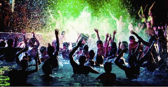 Petrecere Desperados în cea mai adâncă piscină din lume