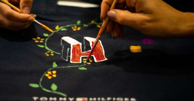 Tommy Hilfiger deschide oficial primul magazin de incaltaminte si accesorii in Bucuresti