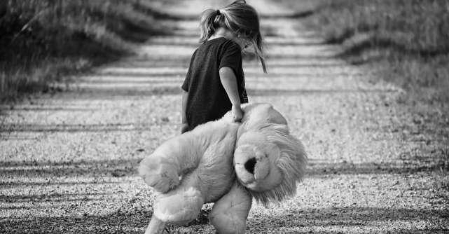 8 greșeli parentale care pot afecta viața de adult a copilului