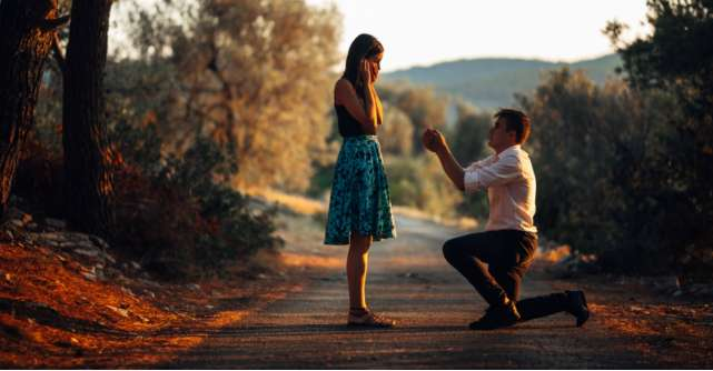 De ce partenerii ar trebui sa aleaga impreuna inelele de logodna