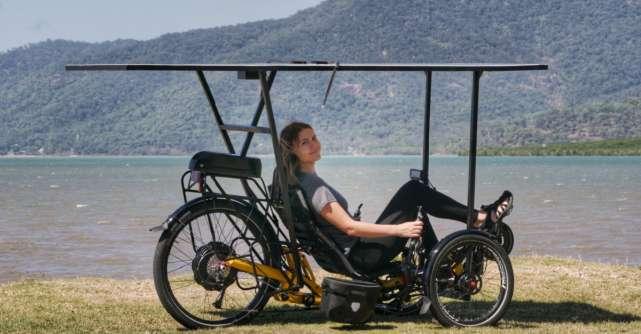 Doi exploratori români vor să traverseze Australia pe tricicletă