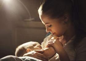 3 din 5 nou-nascuti nu sunt alaptati la san in prima ora de viata