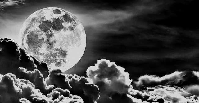 Luna Neagră de pe 22 mai schimbă destine. Tragem linie și o luăm de la capăt... de data asta cu IUBIRE pentru noi înșine