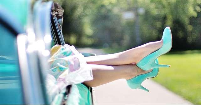 Pantofi colorati cu toc la birou - Scoate tinuta office din anonimat!