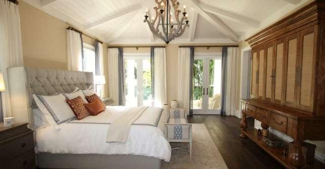 Piese de mobilier si decoratiuni pentru un dormitor relaxant