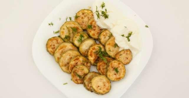 Reţetă: Cei mai delicioşi dovlecei pane cu usturoi