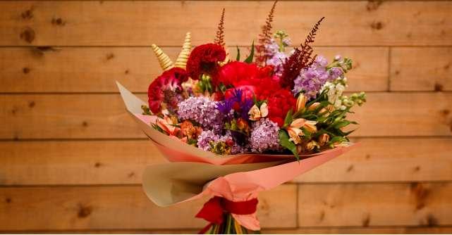 Baiatul cu Flori pentru fiecare moment special, pentru fiecare om drag
