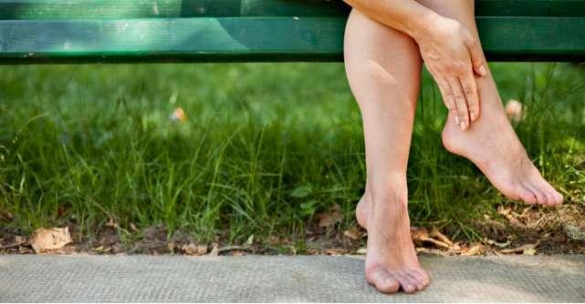 De ce se umfla picioarele? Cauze, remedii si cand e cazul sa mergi la doctor