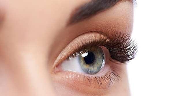Trucuri pentru priviri mai senzuale: Laminarea genelor