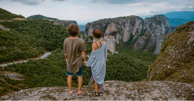 De ce se indragostesc tinerii romani, mai usor, in vacante