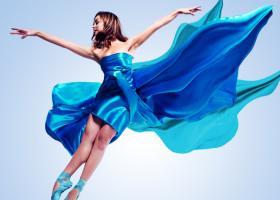 Culoarea anului 2020: 6 obiecte vestimentare care nu trebuie sa iti lipseasca din garderoba.