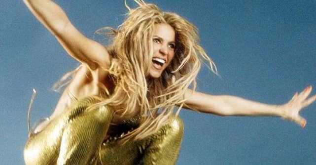 Shakira, cu burtica la fotograf