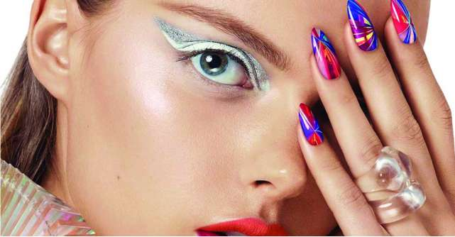 Top Line Nail&Make-up Expert: Traieste experienta frumusetii personalizate!